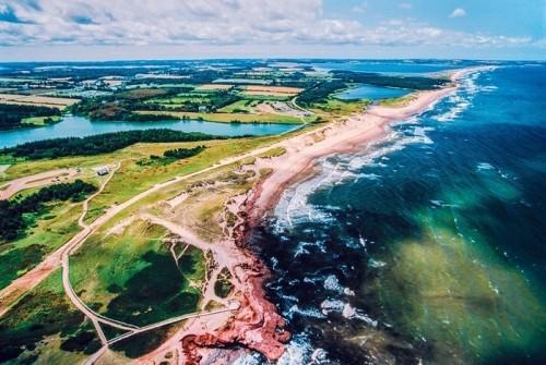 Prinz-Eduard Insel Kanada orange-rot gefärbter Sandstreifen
