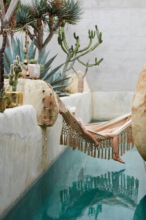 Relax Hängematte über Wasser exotische Umgebung im Style Indian Summer