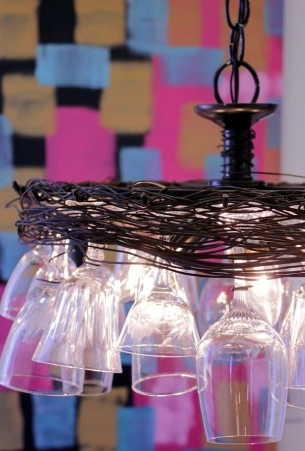 diy ideen mit weingläsern hängeleuchte kronleuchter selber machen