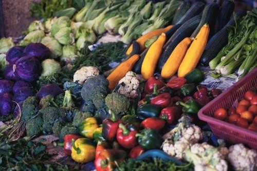 tomaten und anderes gemüse gesundes essen
