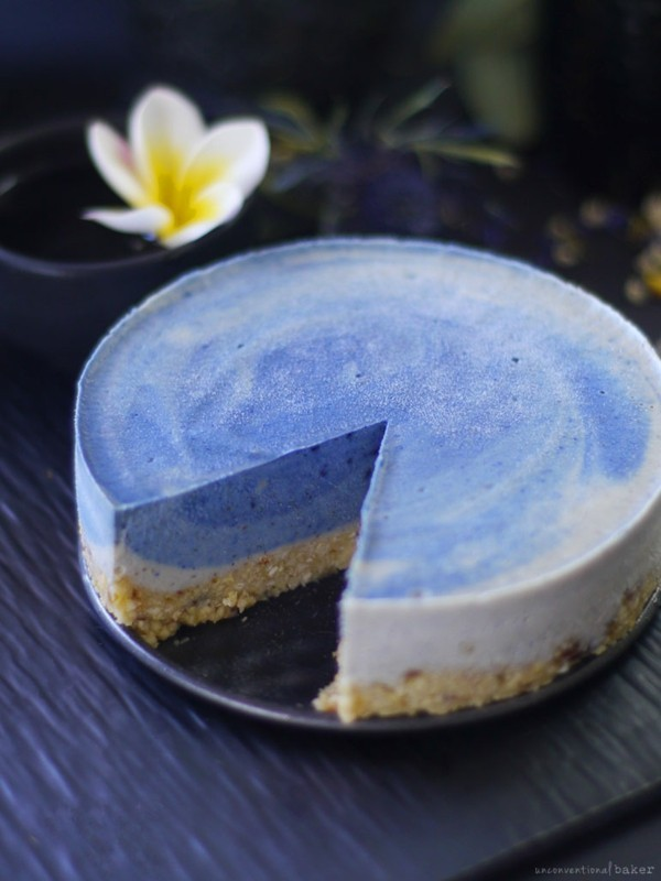 veganer kuchen blaues getränk