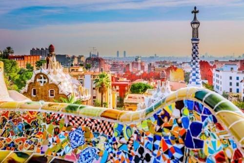 Ausgewählte Reiseziele im September Park Güell Barcelona große Attraktion