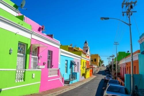 Ausgewählte Reiseziele im September bunte Strandhäuser in Südafrika