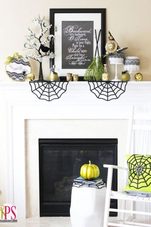 Deko Ideen zu Halloween Kaminsims in schwarz weiß dekorieren helles Grün in die Deko einführen