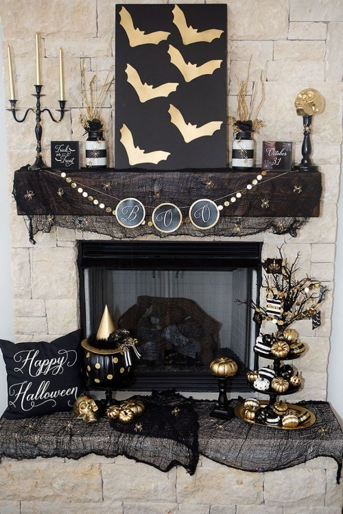Deko Ideen zu Halloween auf schwarzen Hintergrund Glitzereffekte sehr schön den Kaminsims dekorieren