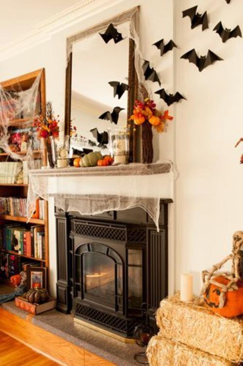 Deko Ideen zu Halloween den Kaminsims schmücken orange und schwarz wählen