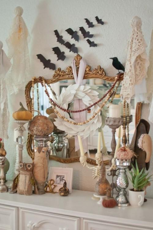 Deko Ideen zu Halloween etwas üppig dekorierter Kaminsims aber nicht überladen