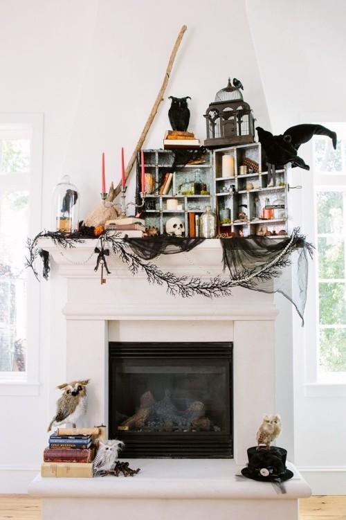 Deko Ideen zu Halloween in schwarz weiß den Kaminsims dekorieren