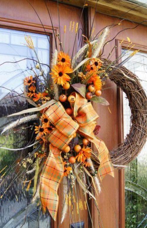 Herbstkranz an der Haustür