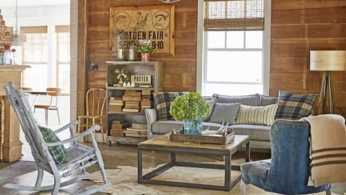 Holz Wohnzimmer im Landhausstil schicke alte Möbel sehr ansprechende Farben und Dekoration