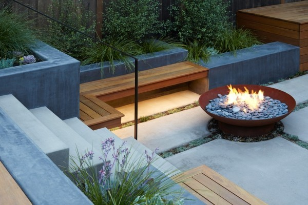 Moderne Feuerstelle genug Platz dafür auch auf kleiner Terrassen-oder Gartenfläche