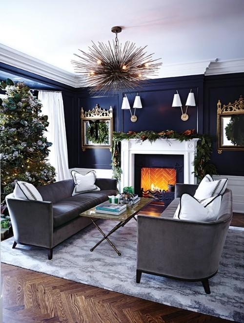 Raumgestaltung Ideen Blau-weiß im Kontrast schön gestaltetes Wohnzimmer weihnachtlich dekoriert