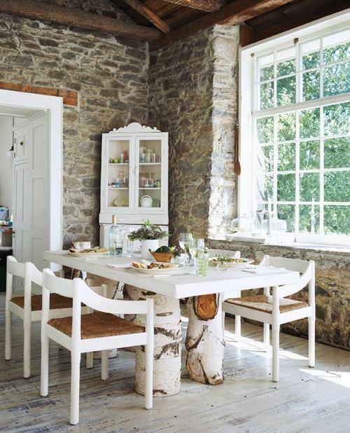 Raumgestaltung Ideen schönes Esszimmer Birkenholz weiß Steinwand sehr gemütlich