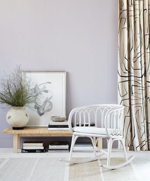 Raumgestaltung Ideen weißer Schaukelstuhl in Vintage Stil Highlight im Interieur