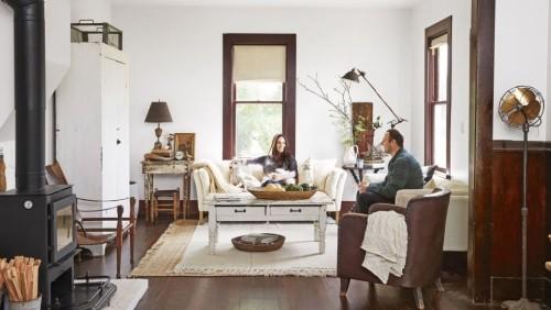 Rustikale Atmosphäre Wohnzimmer im Landhausstil viel Holz