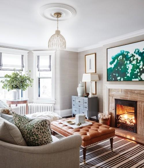 Schickes Wohnzimmer interessante Raumdetails florale Elemente hell natürlich gemütlich