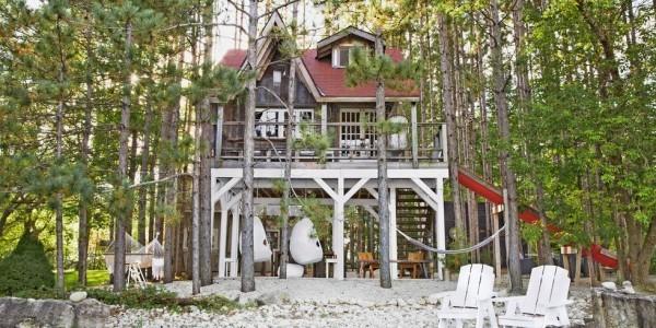 Tiny Houses Holzhaus zweistöckig im Wald