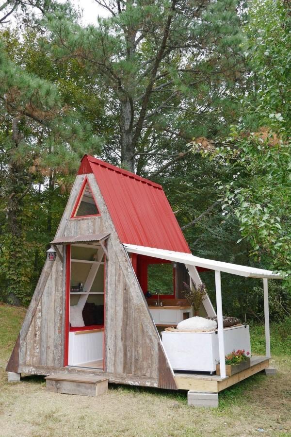 Tiny Houses kleines Huas wie ein Zelt mitten im Wald