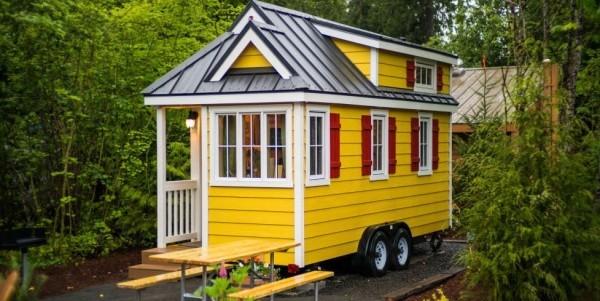 Tiny Houses mobil wohnen den Wohnsitz ändern schönes kleines Holzhaus in Gelb