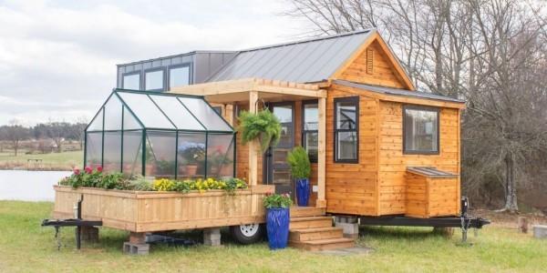 Tiny Houses schönes kleines Haus modernes Design viele Blumen Wintergarten