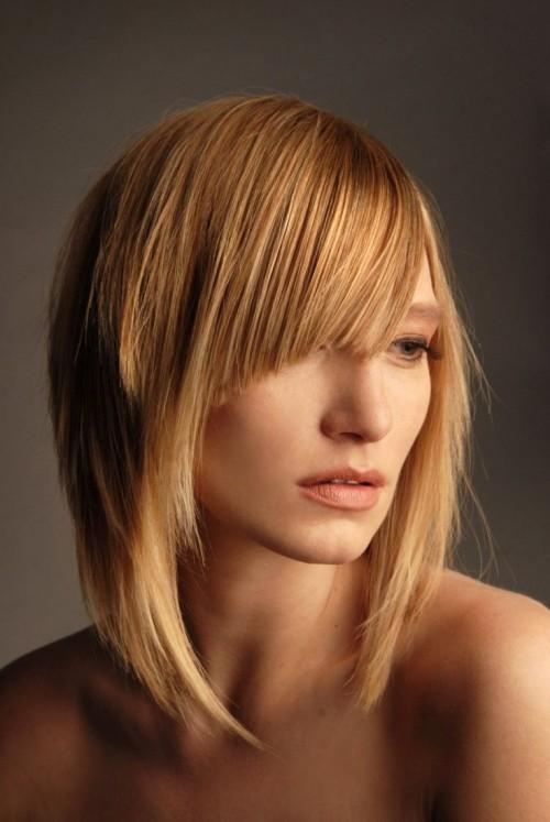 asymmetrische Frisuren blond lang