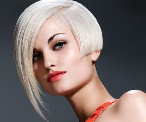 asymmetrische Frisuren hellblond