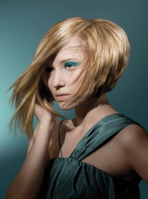 asymmetrische Frisuren lange seite blond