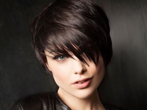 asymmetrische Frisuren schwarz stolz