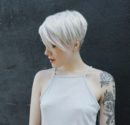 asymmetrische Frisuren weiß