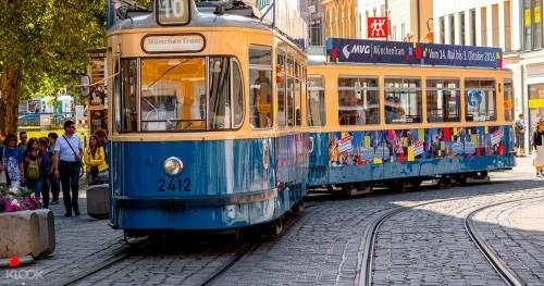 ausgewählte Reiseziele im September München Deutschland Straßenbahn München Tram Stadtmitte