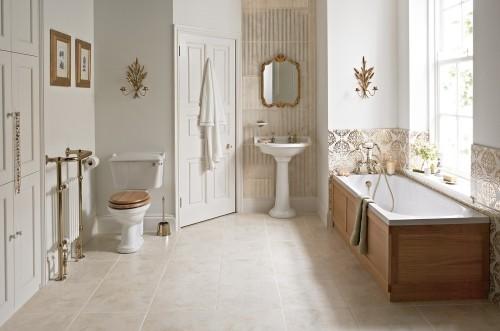 badezimmergestaltung mit goldenen elementen