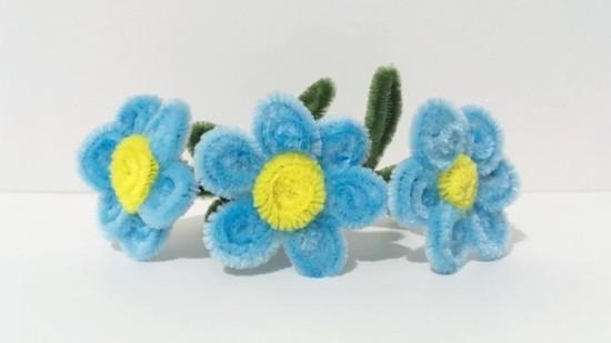 blaue blumen basteln mit pfeifenputzer