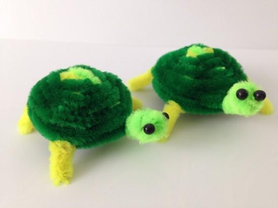 grüne schildkröten basteln mit pfeifenputzer