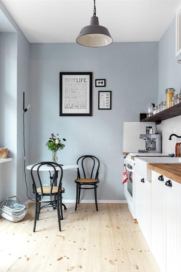 küche einrichten skandinavisch blaue wand helles holz