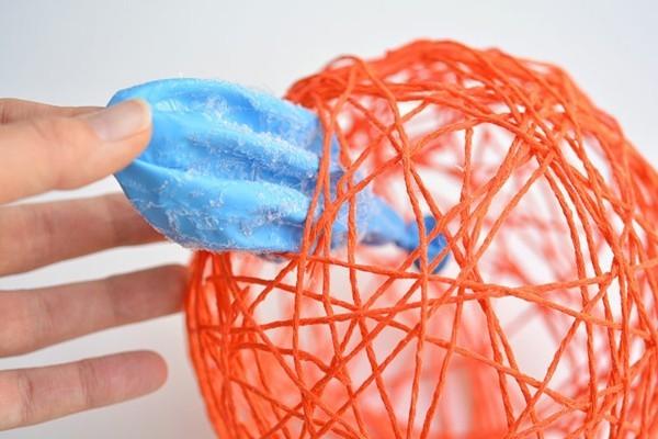 kürbis basteln kleber ballon und garn