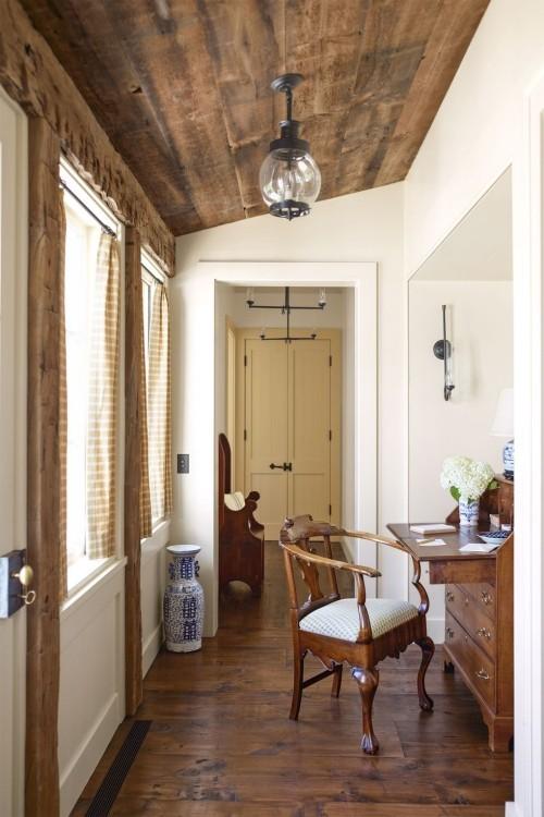 kleines sehr gemütliches Home Office im Bauernhaus Sekretär Stuhl viel Tageslicht