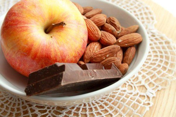 nüsse schokolade gesundes essen tolle idee