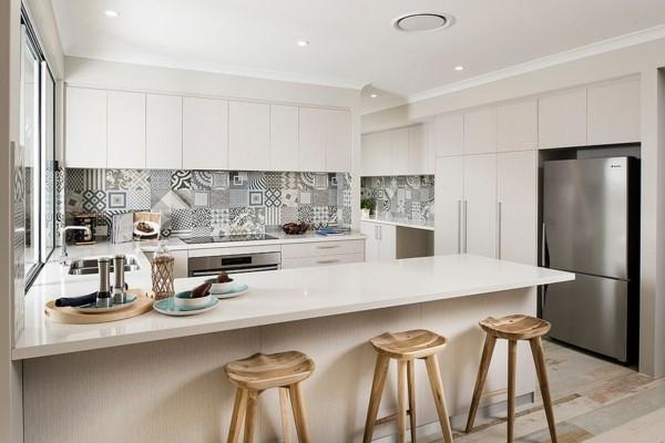scandi küche weiße fronten musterfliesen küchenrückwand-resized