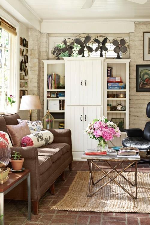 schönes Wohnzimmer im Landhausstil