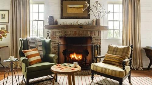 schönes rustikales Ambiente sonniges Wohnzimmer im Landhausstil