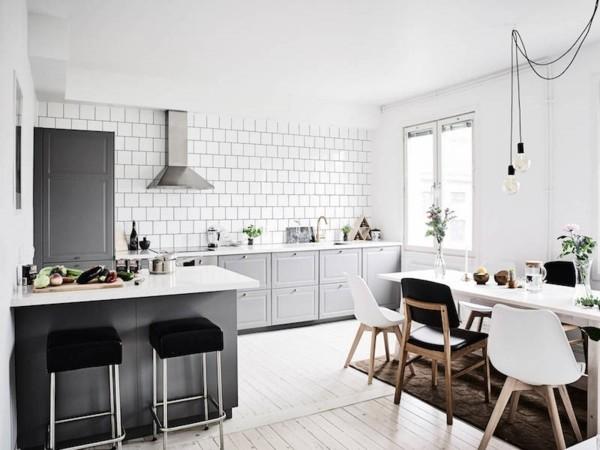 skandinavische küche einrichten designer stühle graue fronten
