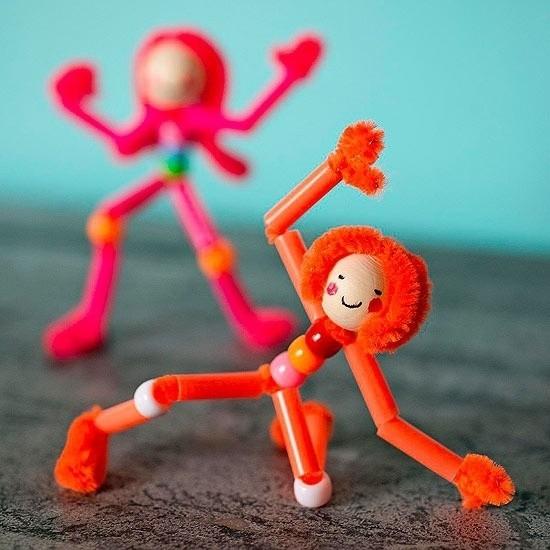 spielfiguren basteln mit pfeifenputzer und holzperlen