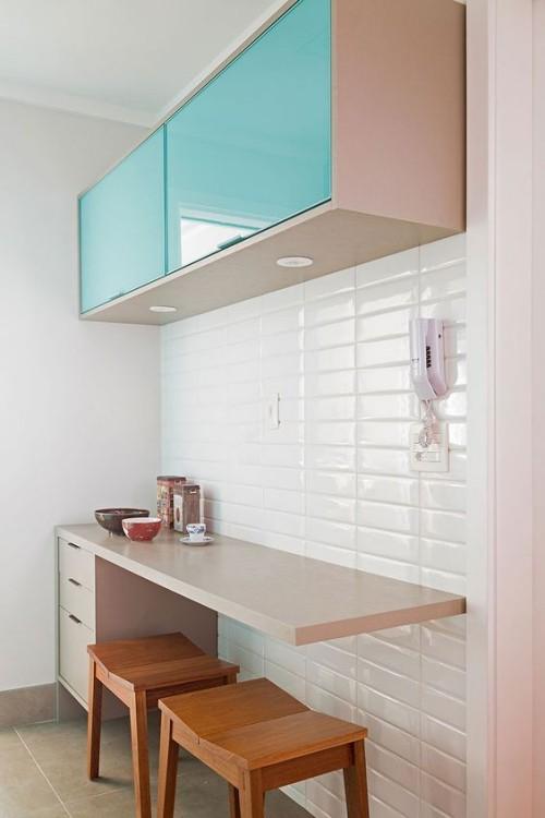 Farbenfroh die Küche gestalten Oberschränke in Lindgrün