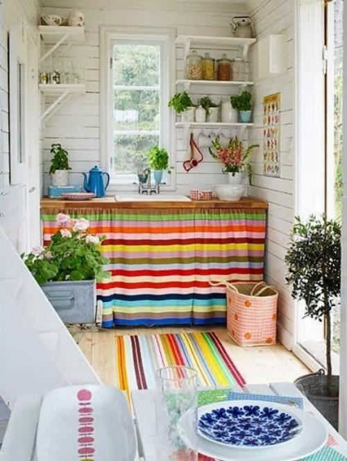Farbenfroh die Küche gestalten bunte Stoffe Optimismus und gute Laune ausstrahlen