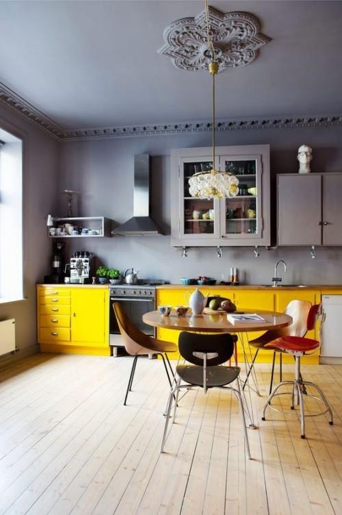 Farbenfroh die Küche gestalten gelbe Küchenschränke grauer Hintergrund visueller Kontrast