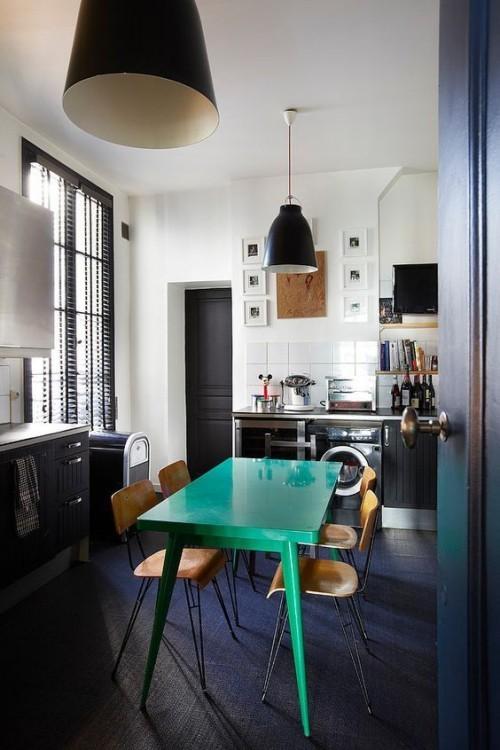Farbenfroh dunkle Küche ein starker Blickfang in sattem Grün Esstisch