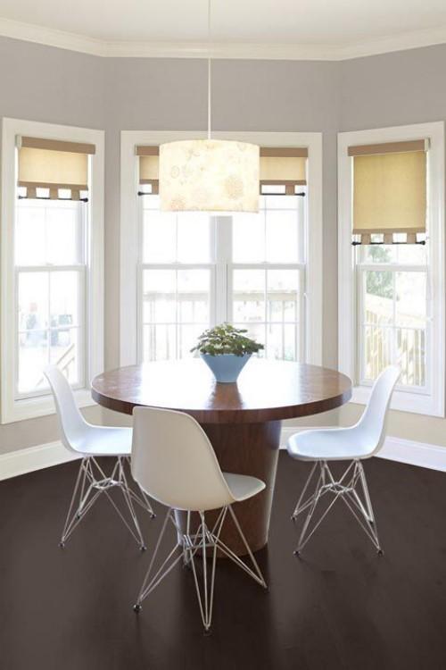 Farbenfroh und ansprechend Sandsteinfarbe an den Fensterrollos sehr gemütliches Raumdesign