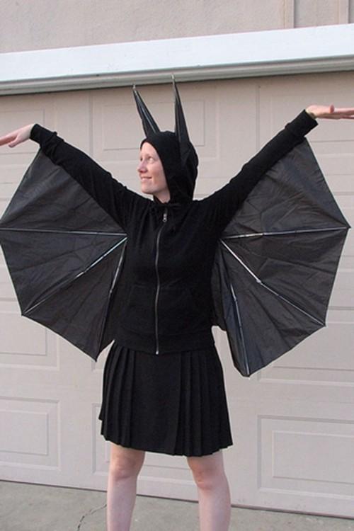 Fledermaus Halloween Kostüm ganz in Schwarz leicht nachzumachen