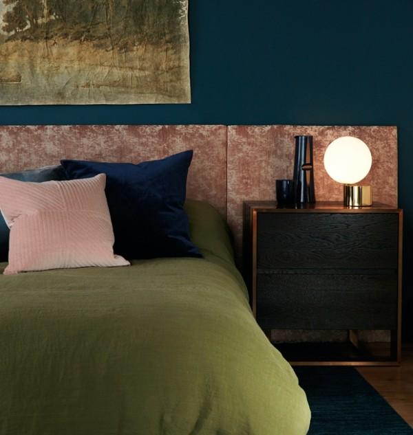 Gemütlichkeit im Schlafzimmer Bettdecke im Olivengrün passende Kissen