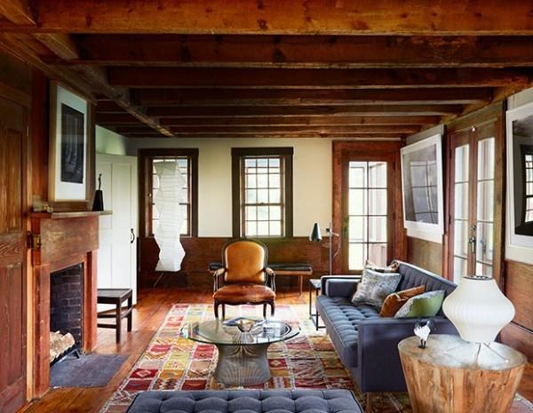 Gemütlichkeit im Wohnzimmer im Landhausstil viel Holz gemütliches Ambiente